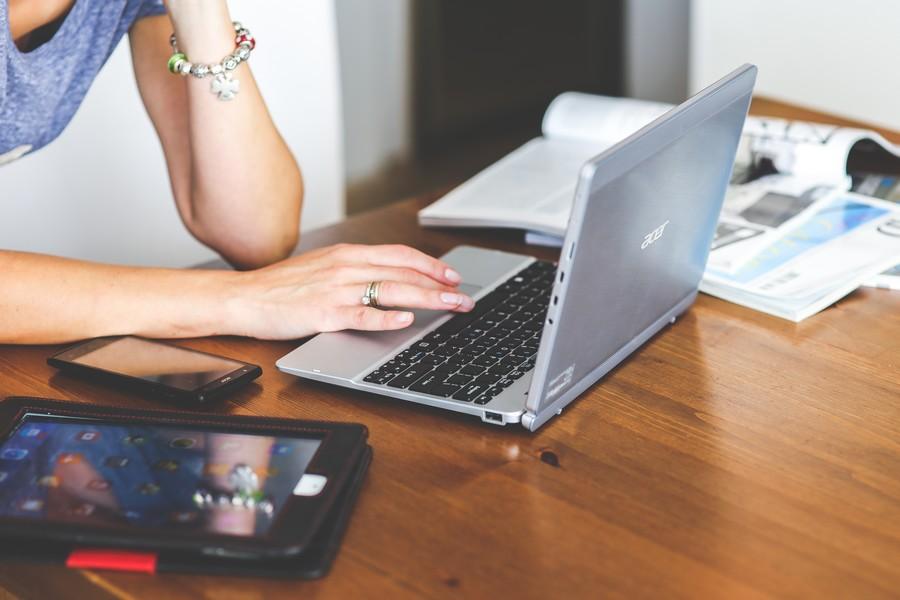 laptop-job-redactrice-web