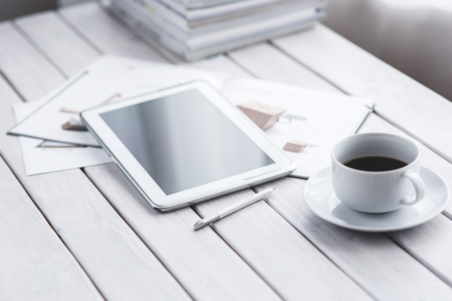 tablette-cafe-freelance-redactrice