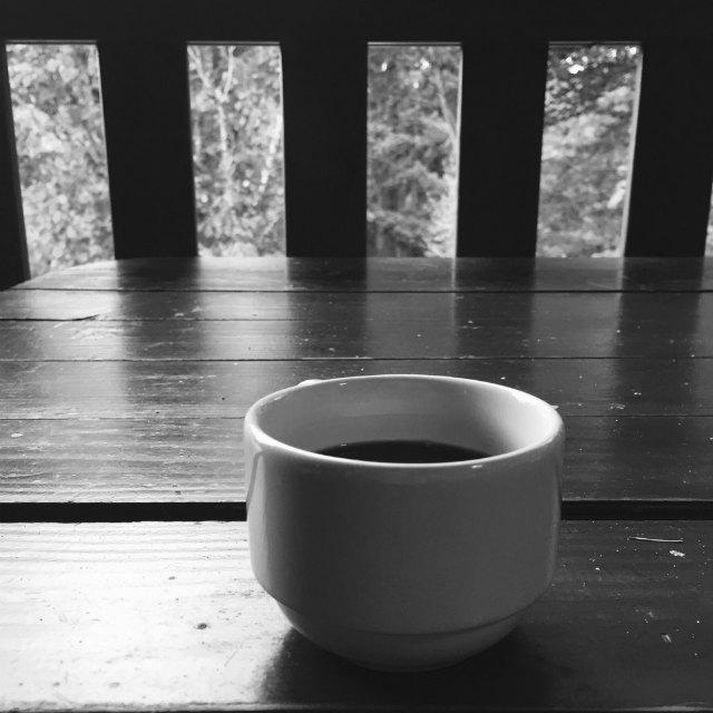 Un bon café en terrasse - Gîte les Noes