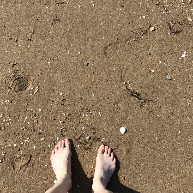 Pieds nus dans le sable de Plage de Blonville sur Mer