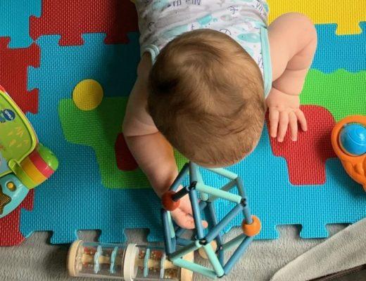 jouets en bois Grabber deep blue hochet