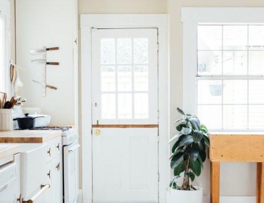 Porte vitrée blanche intérieur entrée