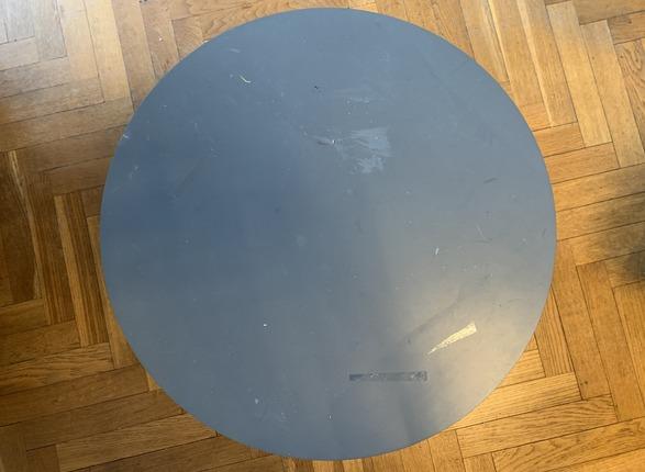 petite table basse avant coup de peinture