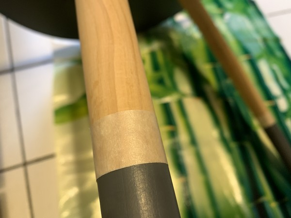 scotch papier sur pied de table basse peinture